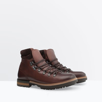 Leather mountain boot