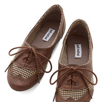 Studious Style Flat in Brown