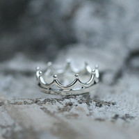 925 sterling silver minimalist king crown ring. Crown ring. Choose your color and size. DoubleBJewelry. Double B. DoubleB.