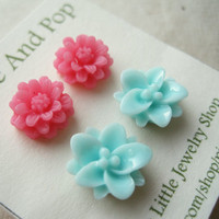 Pastel Flower Earrings Set. Bubblegum Pink Daisy Earrings, Powder Blue Lotus Flowers, Pink Earrings, Stud Earrings. Bubble Blue Duo.FSE2.