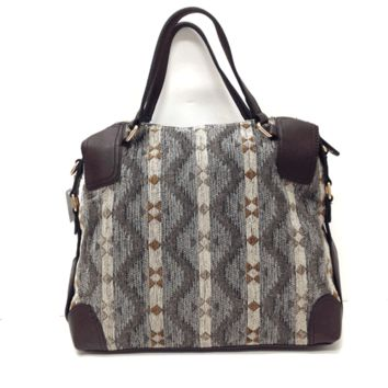 Heat up your current accessory collection with the Sizzling Stepper Tapestry & Leatherette Bag. Featuring a tapestry main and contrast with chocolate color leatherette, tribal print design, rare pocket with zip closure, full interior lining, zip pocket, to