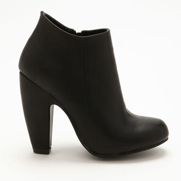 ANKLE LEATHERETTE BOOTIE