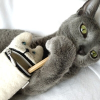 Pencil case,  Eyeglass case, Hungry cat, white wool