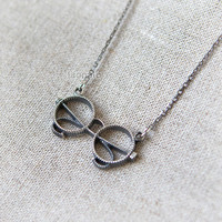 Antique Style Glasses Necklace in sterling silver