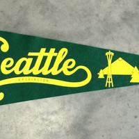 Seattle Mountains and Monuments Pennant - Kelly Green and Yellow