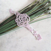 Pale Pink Rose Bookmark in Tatting - Rosa