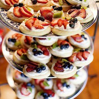 Party Ideas I Heart / mini fruit pizza - party idea.