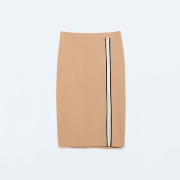 Tube skirt with slit and piping