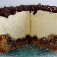 Creamy Classic Cheesecake with a Chewy Chocolate Chip Cookie Crust « FoodPornDaily