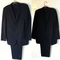 Small Mens 1960s Lightweight Navy Blue Suit. 2 piece Summer suit. 32x30.5.