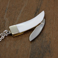Genuine Mother of Pearl Claw Pendant Necklace with a Hidden Folding Knife Blade 2003