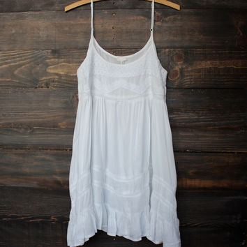 tie dye for dress minus the tie dye | white flowy bohemian boho gypsy free spirit hippie tiered baby doll