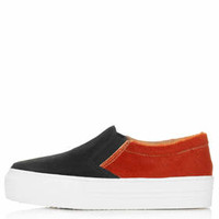 KAPTURE Slip On Skaters
