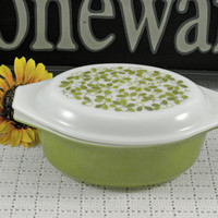 Vintage Pyrex glass casserole ovenware with lid is a 1.5Qt dish with mistletoe or verde pattern Green Olive with white
