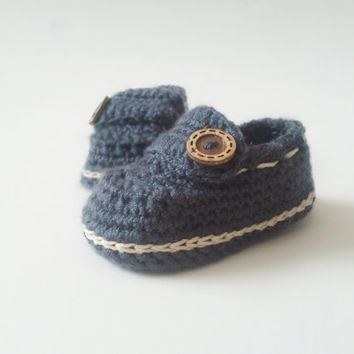 Crochet Boy Booties / Baby Slippers with soft baby yarn and natural button / Gift for Baby Shower