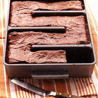 fredflare.com | 877-798-2807 | Baker's Edge Brownie Pan