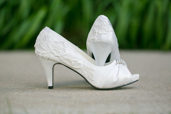 Ivory Bridal Heel With Venise Lace Applique. Size 8.5