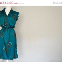 Christmas in July SALE   SALE   1970s Teal Dress / Short Sleeved Summer Sundress / Small Green Summer Dress / Floral Design Teal Dress