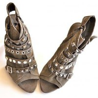 NEW Steven Madden BOUTIQUE Studs Sexy &amp; Chic Heels 8 GRAY