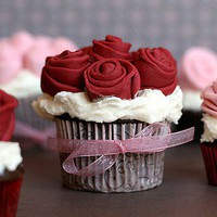 sweets / Rose Covered Cupcakes | Flickr - Photo Sharing!