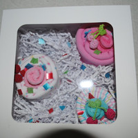 Baby burp cloth and wash cloth cupcakes