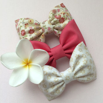 Cream pink floral, cotton berry, and tiny beige floral hair bow lot from Seaside Sparrow.  This Seaside Sparrow set makes a perfect gift for
