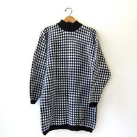 90s houndstooth sweater. oversized tunic sweater. black & white print. long preppy sweater.