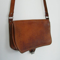 Vintage Leather Purse / shoulder bag / leather satchel / messenger bag / brown leather