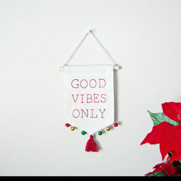 Holiday-Christmas wall hanging, Christmas mini banner banner, holiday decor, christmas decoration, Holiday wall art, red and green decor