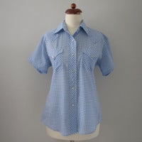 60s Rockabilly Western Pin-up Blouse in Blue and White Gingham, M  // Vintage Cowgirl Shirt
