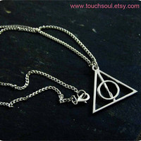 Harry Potter Deathly Hallows Symbol necklace ------ in silver finish