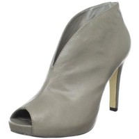 B. MAKOWSKY Women`s Nyle Bootie,Grey,7.5 M US