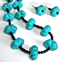 Chunky turquoise colored beaded howlite necklace and earring set