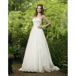 Elegant and Vintage Strapless Sweetheart  Applique Tulle A-Line Wedding Dress - Basadress.com