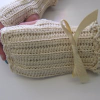 Romantic Ruffled Fingerless Gloves in Cotton/Merino Wool