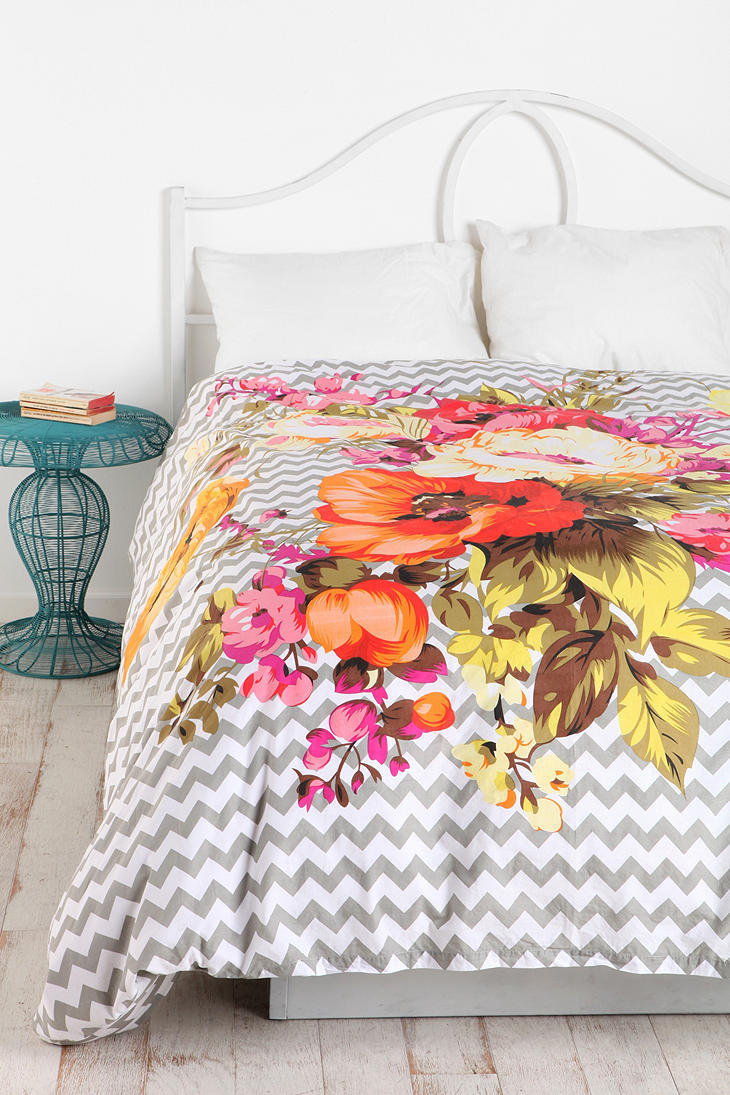 Plum & Bow Graphic Bouquet Duvet Cover