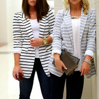 "The ""Spencer"" Blazer {Gray + Cream}"