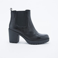 Vagabond Grace Leather Chelsea Boots in Black - Urban Outfitters
