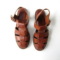 Vintage brown sandals. leather huaraches. gladiator sandals. size 7.5