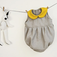 Baby girl romper in pure grey linen with yellow peter pan collar size 6 months
