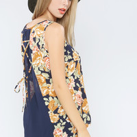 Back Point Chiffon Flower Top