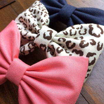 Beautiful large hair bows from Seaside Sparrow.  Perfect gift for her.  Navy, cheetah and coral colors make the perfect gift.