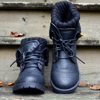 Mountain Escape Black Sweater Boots