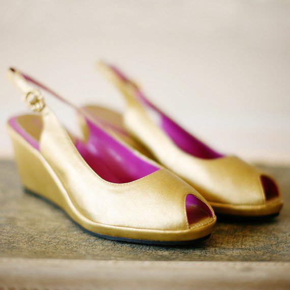 Spun GOLD Faux Leather Peeptoe Wedges 9 W