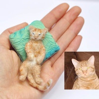 needle felted cat kitten - cute sleeping kitten - with pillow - custom felted cat - OOAK miniature -  Filzkatze