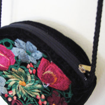 Vintage circle black embroidered rounded floral flower velvet zip up hippie boho bohemian crossbody mini shoulder bag