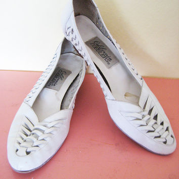 Vintage white woven shoes hippie bohemian boho wooden heels flat genuine leather eyelet mini wedge size 7.5