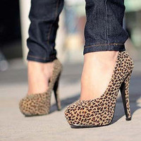 Leopard-Pattern Platform Pumps
