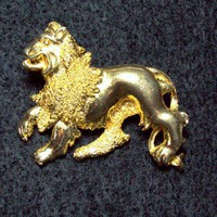 Vintage Davinci Goldtone Lion Brooch