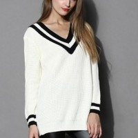 Contrast Deep V-Neck Sweater in White White S/M